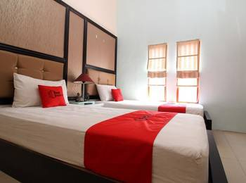 RedDoorz Plus near Tugu Jogja 2 - RedDoorz Deluxe Twin Room Basic Deal