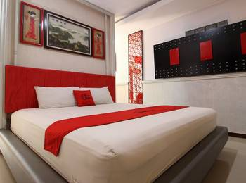 RedDoorz Plus near Tugu Jogja 2 - RedDoorz Deluxe Room Basic Deal