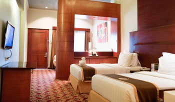 Hotel Savoy Homann Bandung - Executive Twin Room Only (Without Breakfast) Great Deal
