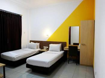 Karmila Hotel Bandung - Deluxe Twin Bed Regular Plan