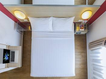 Red Planet Makassar - Double Room with Breakfast Basic Deal 30%
