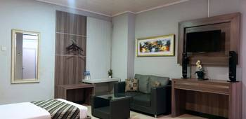 Airlangga Hotel & Restaurant Yogyakarta - Family Room Only for 3 Persons Weekdays