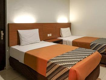 Airlangga Hotel & Restaurant Jogja - Deluxe Twin with Balcony (Room Only) Regular Plan