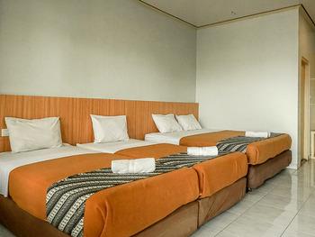 Airlangga Hotel & Restaurant Jogja - Family Room for 4 Person - City View (Room Only) Regular Plan