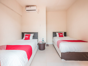 OYO 1742 Safa Alya Bekasi - Standard Twin Room Regular Plan