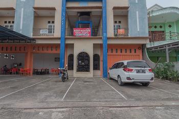 RedDoorz Syariah near Terminal Batu Ampar 2