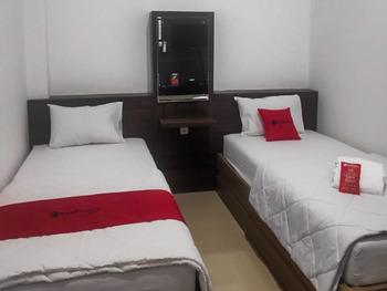 RedDoorz near Moro Mall Purwokerto 2 Banyumas - RedDoorz Twin Room KETUPAT