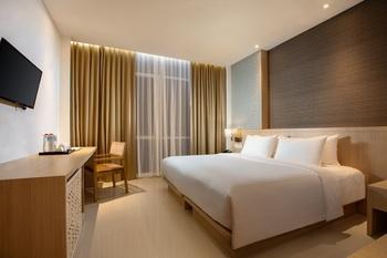 Hotel Santika Gresik Gresik - Deluxe King Room Regular Plan