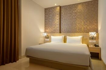 Hotel Santika Gresik Gresik - Deluxe King Room Staycation Offer Regular Plan