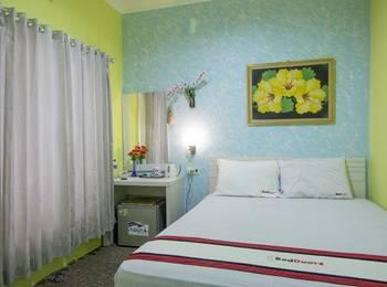 RedDoorz near Plaza Ambarukmo Yogyakarta - Deluxe Room Last Minute