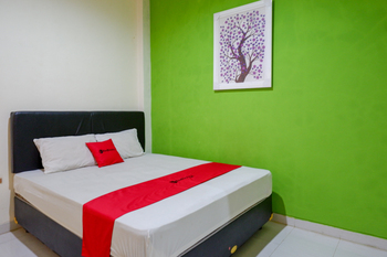 RedDoorz near RSUD Margono Purwokerto 2 Banyumas - RedDoorz Room with Breakfast BASIC DEAL