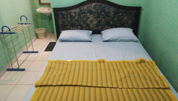 Hotel Al-Barokah Yogyakarta Yogyakarta - Standard Fan Room Only Regular Plan