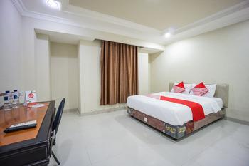 OYO 1062 Virginia Residence Manado - Deluxe Double Room Regular Plan