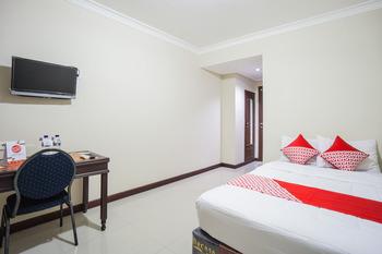 OYO 1062 Virginia Residence Manado - Standard Double Room Regular Plan