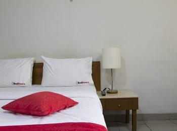 RedDoorz near BTC Bandung - Reddoorz Room Special Promo Gajian
