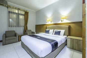OYO 2329 Hotel Nyland 3 Cijagra Bandung - Deluxe Double Room Regular Plan