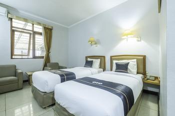 OYO 2329 Hotel Nyland 3 Cijagra Bandung - Deluxe Twin Room Regular Plan