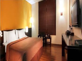 Gumilang Regency Hotel Bandung - Deluxe Queen With Breakfast Special Promo, Save 20%