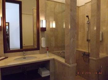 Jimmers Mountain Resort Bogor - Executive Room with Breakfast Regular Plan
