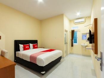 OYO 2008 Sellinas Family Residence Syariah Jogja - Standard Double Room Big Deals