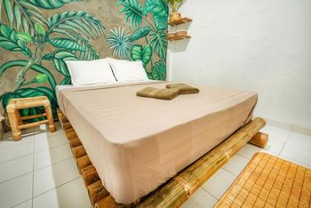 Snooze Hostel Yogyakarta - Standard Double Room with Shared Bathroom Regular Plan