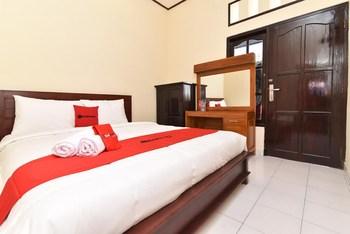 RedDoorz Plus @ Singaraja Bali - RedDoorz Room Last Minute