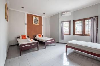 KoolKost @ Ketandan Malioboro (Minimum Stay 3 Nights) Yogyakarta - KoolKost Triple Room Basic Deal