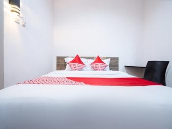 OYO 2285 Art Guest House Syariah Near RSUD Kota Yogyakarta Yogyakarta - Standard Double Room Regular Plan