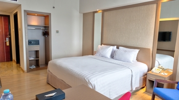 CLARO Makassar Makassar - Deluxe King With Breakfast Longstay Deals