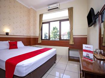 RedDoorz @Wastu Kencana Bandung - RedDoorz Room with Breakfast Regular Plan