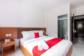 RedDoorz near Art Centre Bali Bali - RedDoorz Deluxe Room with Breakfast Regular Plan