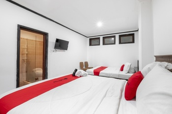 RedDoorz near Art Centre Bali Bali - RedDoorz Family Room Basic Deal