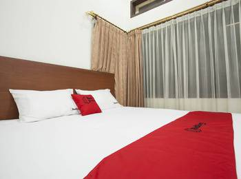 RedDoorz near Balai Kota Surabaya - RedDoorz Room with Breakfast Regular Plan