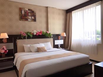 Hotel Zahra Kendari - Suite Room With Breakfast Regular Plan