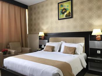 Hotel Zahra Kendari - Deluxe Double Room Termasuk Sarapan Regular Plan