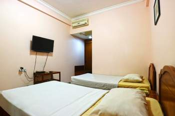 Armyn Luxury Guest House Malang - Superior Minimum Stay - 42%