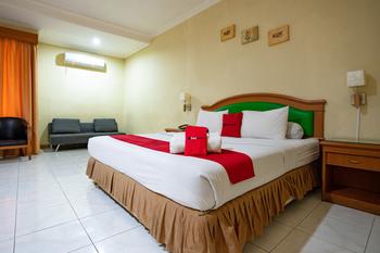 RedDoorz Plus @ Maricaya Makassar - RedDoorz Suite with Breakfast Regular Plan