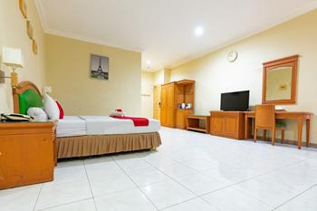RedDoorz Plus @ Maricaya Makassar - RedDoorz Suite  Regular Plan