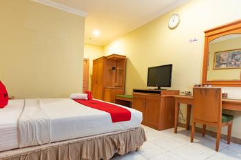 RedDoorz Plus @ Maricaya Makassar - RedDoorz Deluxe Room Regular Plan