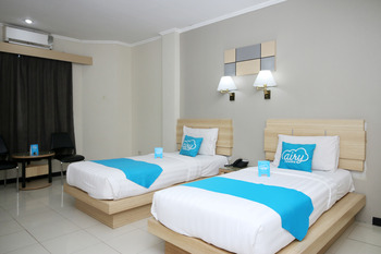 Airy Pontianak Selatan Imam Bonjol 111 Pontianak - Standard Twin Room with Breakfast Special Promo 45