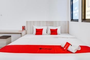 RedDoorz near Universitas Surabaya Surabaya - RedDoorz Premium with Breakfast Regular Plan