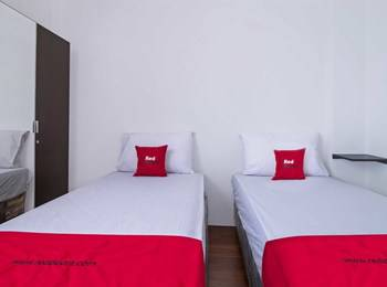 RedDoorz Plus near Plaza Indonesia Tanah Abang - RedDoorz Room with Breakfast Regular Plan