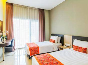 Moscato Hotel and Cafe Bandung - Deluxe Twin Room Only Regular Plan