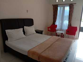 Raja Hotel Samosir Danau Toba - Standard Queen Regular Plan