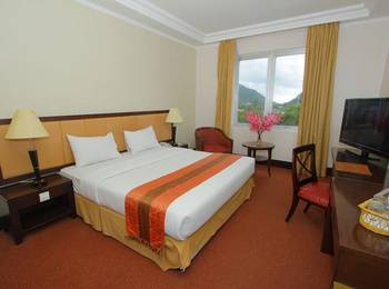 Grand Q Hotel Gorontalo - Superior Double With Breakfast Regular Plan
