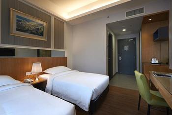 Hotel Transit Kuala Lumpur - Superior Twin Room, 2 Single Beds Hemat 30%