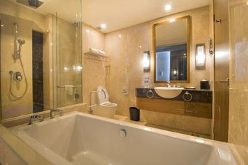 Four Points by Sheraton Manado - Suite, 1 King Bed, City View Regular Plan