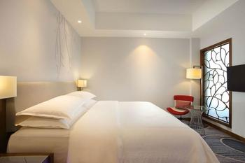 Four Points by Sheraton Manado - Deluxe Suite, 1 King Bed, Sea View Regular Plan