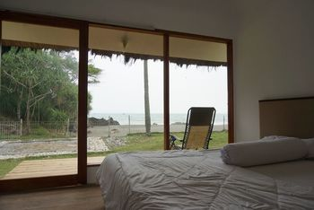 Legon Pari Beach Resort Sukabumi - Panoramic Cottage, 1 King Bed, Non Smoking Regular Plan
