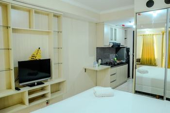 Simply Studio Room at Grand Serpong Apartment By Travelio